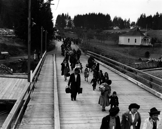 Japanese Americans evacuating from their homes in Bainbridge Island, 1942. Image courtesy of the Museum of History and Industry.